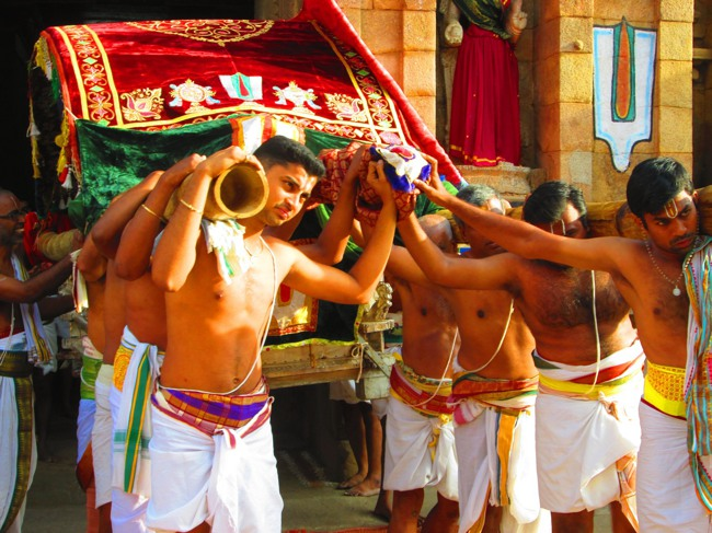 Srirangam Masi Theppotsavam Day 6 Morning 2014--02