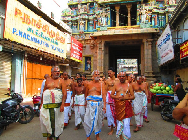 Srirangam Masi Theppotsavam Day 6 Morning 2014--26