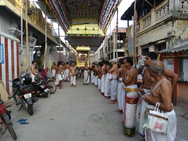 Mylapore SVDD Srinivasa Perumal  May 30,2014 Vaigasi Maasam Bhrahmotsavam Dwajarohanam and DAY 1 morning CHAPARAM 32