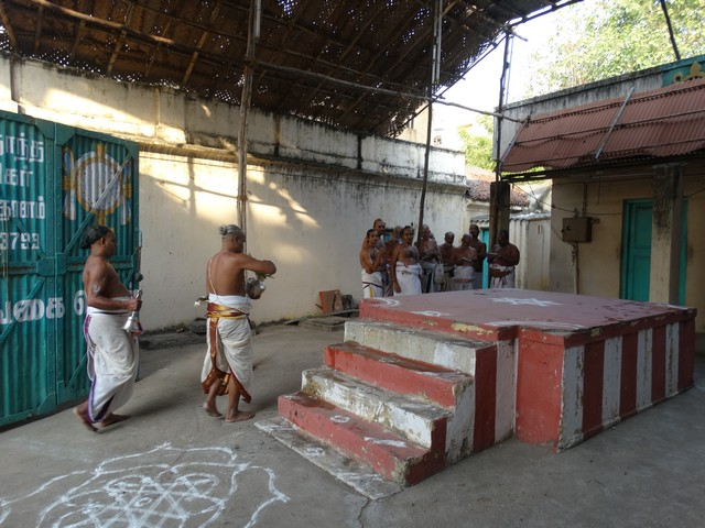Mylapore SVDD Srinivasa Perumal  May 30,2014 Vaigasi Maasam Bhrahmotsavam Dwajarohanam and DAY 1 morning CHAPARAM 38