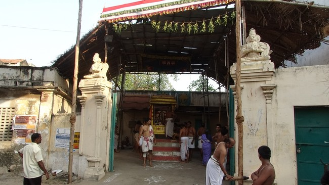 Mylapore SVDD Srinivasa Perumal  May 30,2014 Vaigasi Maasam Bhrahmotsavam Dwajarohanam and DAY 1 morning CHAPARAM 39