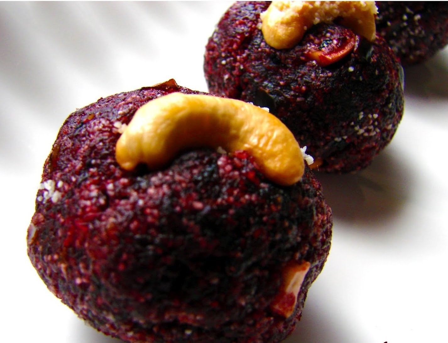 beetroot laddu 2